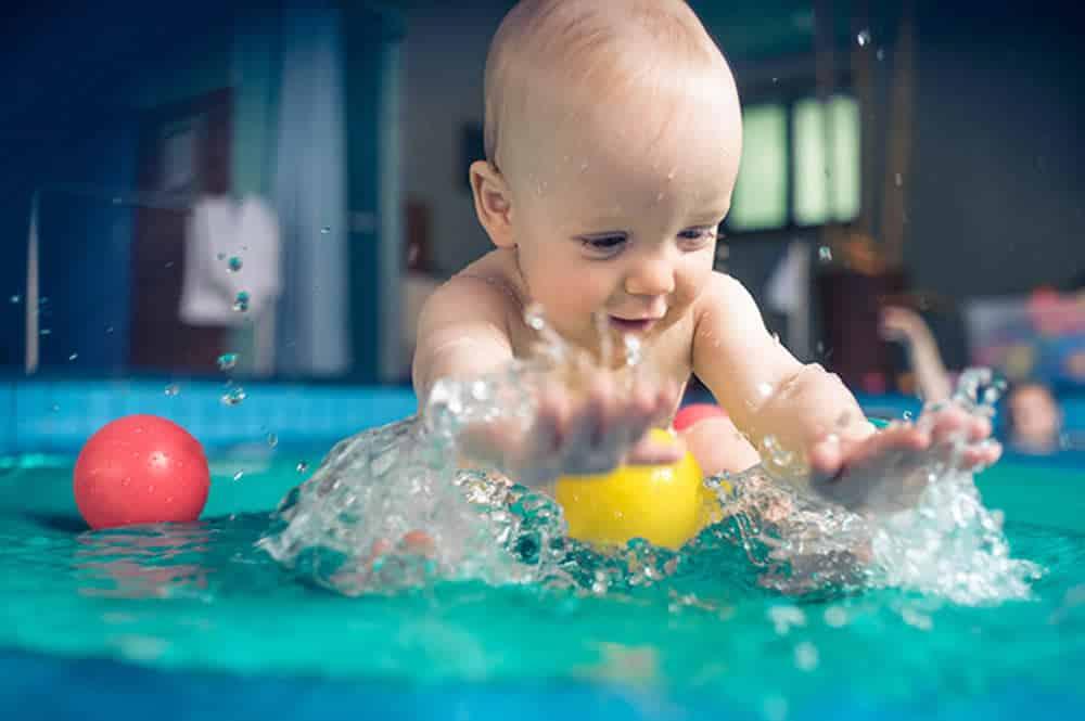 Natacion para bebes. Chapoteando en las piscinas de Hydra Pamplona