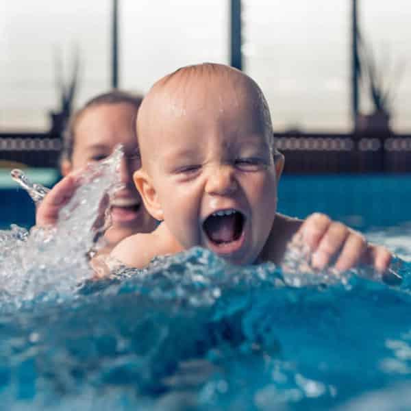Natacion para bebes. Chapoteando en las piscinas de Hydra Vitoria y Pamplona