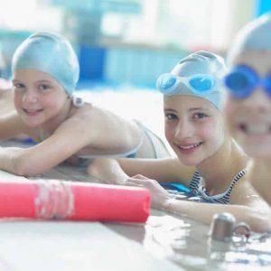 Niños divirtiéndose en la piscina de Hydra Pamplona