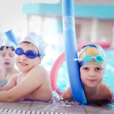 cursos de natacion para niños en hydra